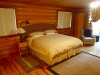 Cowichan-Suite king bed